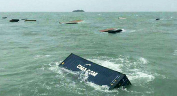 Cargo ship hit by huge waves off Thailand, 17 containers washed overboard