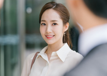 Park Min-young rises as fashion icon through 'What's Wrong with Secretary Kim?'