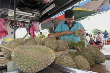 Durian lovers lured by low prices due to supply glut in Malaysia