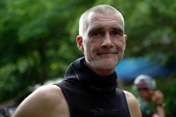 Thai cave rescue: Diver hails 'incredibly strong' boys