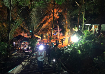 Elon Musk says he's in Thailand with mini-sub for cave rescue