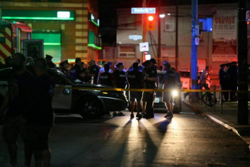 2 dead including gunman, 13 people injured in Toronto shooting
