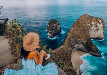 Tourists queued for an hour to take selfies at this Bali beach