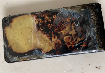 Man in China claims Samsung Galaxy S10 caught fire when charging, sues for one yuan