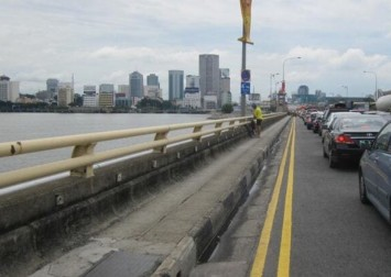 Singaporean teen forced to walk home on Causeway after being denied entry at JB checkpoint