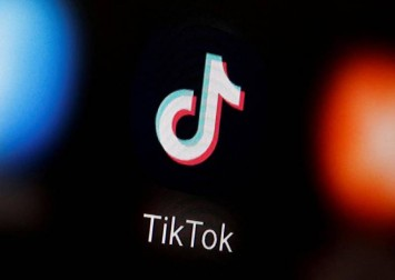 Amazon.com bans, then un-bans TikTok app from employee mobile devices