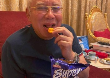 Malaysians get a taste for Super Ring after Najib's cheesy joke backfires