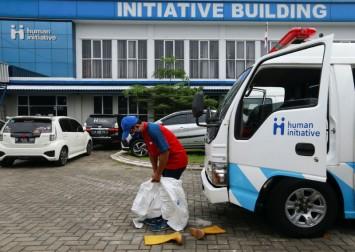 Volunteer ambulance drivers help take the strain on Indonesia's Covid-19 frontline