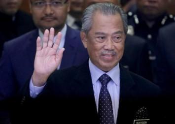Malaysian cabinet backs PM amid coalition infighting