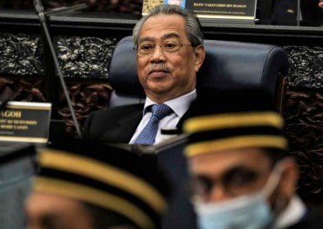 Malaysia's parliament in chaos as PM Muhyiddin Yassin refuses to allow debate on Covid-19 policies