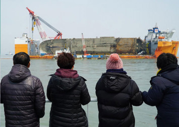 S Korean government apologises for concealing finding of human remains from Sewol ferry