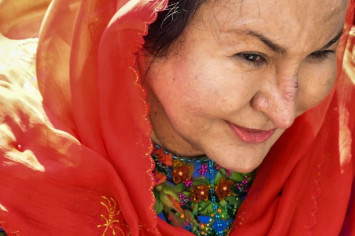 Najib's wife Rosmah grilled for over 3 hours in graft claims