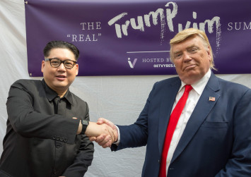 Trump and Kim lookalikes hold 'summit' in Singapore