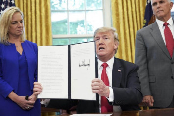 Trump orders halt to family separations at US border