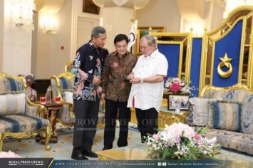 Johor ruler welcomes Singapore delegation on Raya visit