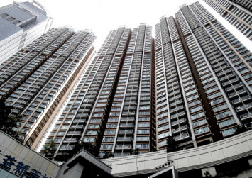 Filipino domestic helper in Hong Kong 'forced' to clean 19th-floor window from outside