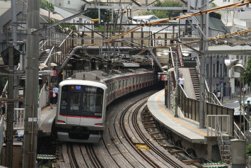Japanese man 'pushed' onto train tracks because of loud music from headphones