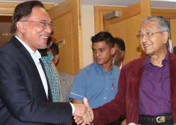 Pakatan's two biggest components take differing stances on PM choice