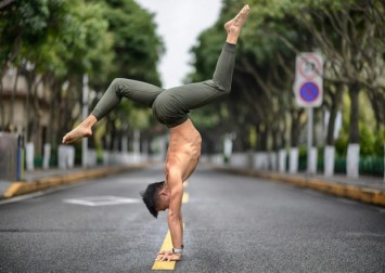 Handstands – their health and fitness benefits for you, from improved core strength to inner peace