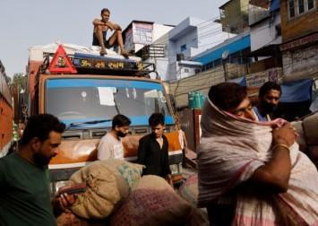 Delhi defies social distancing norms, doctors say brace for Covid-19 'explosion'