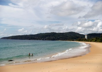 Thailand approves Phuket 'sandbox' plan to allow vaccinated tourists in without quarantine