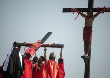 Virus-hit Philippines calls off ritual crucifixions