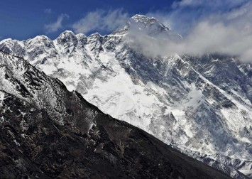 Everest shut down after Nepal suspends permits over coronavirus
