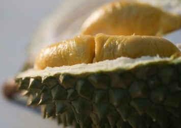 Facebook video likens smell of durian to feet, not everyone is happy about it