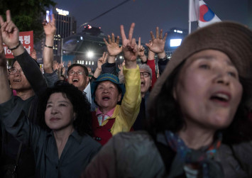 South Koreans vote in historic election