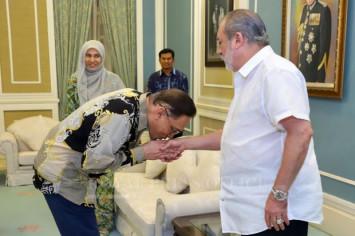 Johor Sultan meets Anwar, Nurul Izzah
