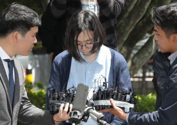 'Nut rage' Korean Air heiress questioned for illegal maids