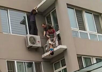 Toddler falling from 5th floor window caught in midair