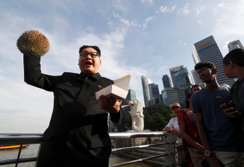'Kim Jong Un' poses for selfies in Singapore ahead of Trump summit