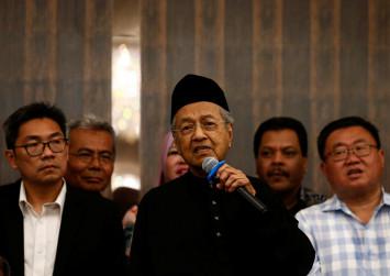 Malaysia investors shift to Mahathir's camp from Najib-linked losers