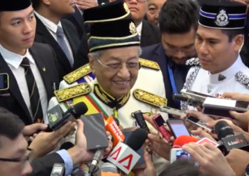 PAS and Umno are free to do whatever they want: Mahathir