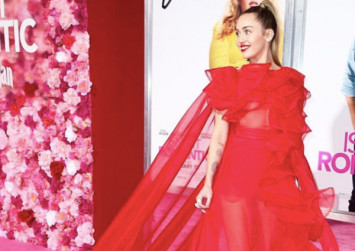 Pop singer Miley Cyrus stands in for husband Liam Hemsworth at film premiere