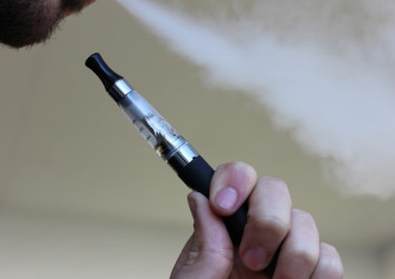 Police nabs 32 suspects in e-cigarette bust in China