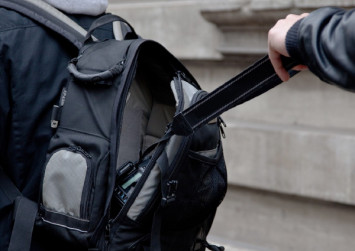 Protect yourself from scams and pickpockets overseas - travel guide