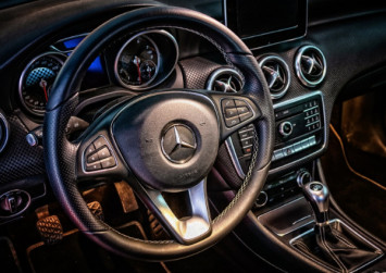 Mercedes apologises to customer who staged protest over oil leak