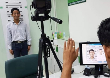 Thailand-born stateless boy finally gets Thai ID card after 18 years