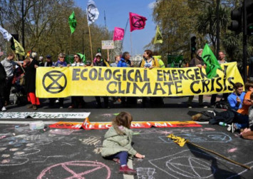 Thousands of activists block London roads to demand action on climate change