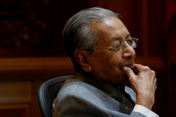 Blogger: Moves are afoot to topple Dr Mahathir