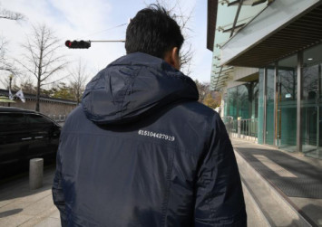 Fashion diplomacy: S. Korea officials don coats with message to Kim