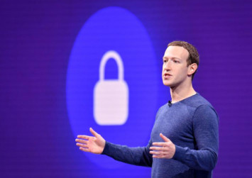 Zuckerberg sees Facebook future in private, small-scale messaging