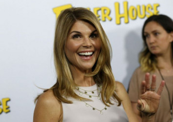 'Full House' actress Lori Loughlin out on bond after US college entrance scam exposed