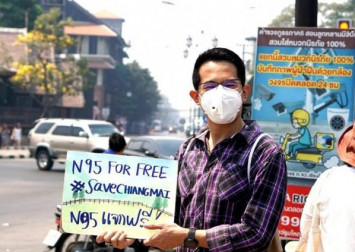 Good Samaritans hand out thousands of N95 face masks in smog-bound Chiang Mai