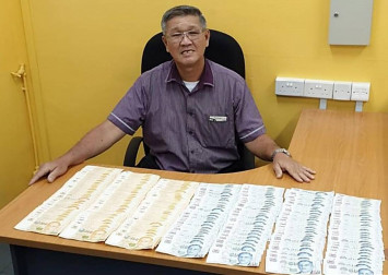 SBS Transit driver hands in about $40,000 left behind in bus to police