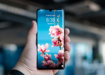 Mobile phone shops in Singapore aren't accepting Huawei phones for trade-in right now