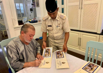 Johor Sultan promises to personally reply Hari Raya greetings sent to him