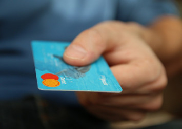 What to do if you experience credit card fraud while travelling?